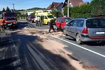 Čelní střet zapříčinil mikrospánek řidiče červeného vozu.