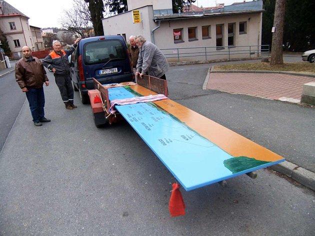 Klub českých turistů, odbor Domažlice, obnovil na Baldově výhledové panorama.