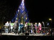Vánoční trhy a rozsvícení stromu ve Staňkově.