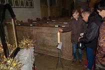 BETLÉM S ČERTY byl největším lákadlem pro návštěvníky kostela Všech svatých v Horšově, kde se o Štědrém dnu rozdávalo Betlémské světlo a sloužila mše pro děti.
