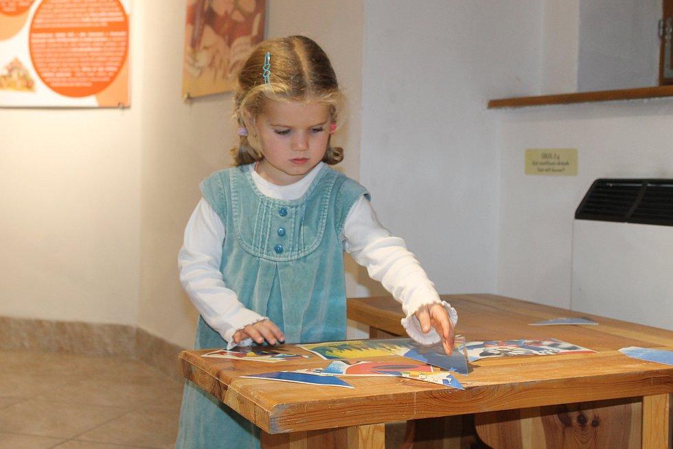 Pohádkové knihy jsou nyní k vidění v Chodském hradu v Domažlicích.