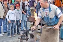 ŠIKOVNÉ RUCE. Návštěvníci slavností budou moci sledovat práci řemeslníků i nakoupit pouťové dárky.