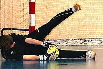 JEDNÍM Z HRDINŮ SOBOTNÍCH ZÁPASŮ futsalistů Ajaxu Staňkov byl brankář Martin Steinbach, který vychytal nejen střelce Amigos Baru Plzeň, ale i kanonýra 2. FC Motáček Votípku.