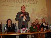 Kurt van der Basch vyučuje v Plzni.