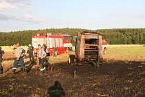 Požár balíkovače u Mezholez způsobil škodu za 400 tisíc korun.