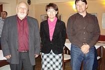 Členové TOP 09 určili, kdo povede domažlickou organizaci. Předsedou se stal Josef Forst (vlevo), místopředsedkyní Jana Žáková, členem vedení je i Václav Mothejzík.