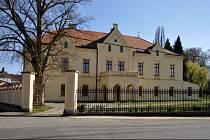 Osvračínský zámek, stav po opravách provedených obcí od roku 2000 - 2005.