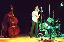 Dan Bárta zpíval v Domažlicích.