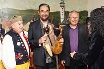 Kabir Bedi, představitel seriálového Sandokana, na Chodské chalupě nad Újezdem.