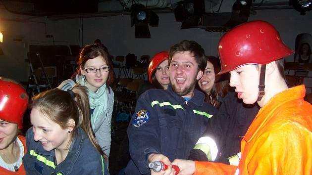 VYJÁDŘENÍ EMOCÍ bylo vydařenou součástí společného představení domažlických a bavorských gymnazistů.