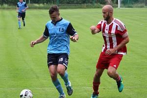 FOTBALOVÝ HOLÝŠOV (na archivním snímku hráči v modrých dresech) doma porazil TJ Start Luby 3:0.