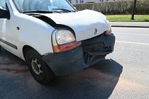Při nehodě utrpěla lehké zranění pětatřicetiletá řidička.