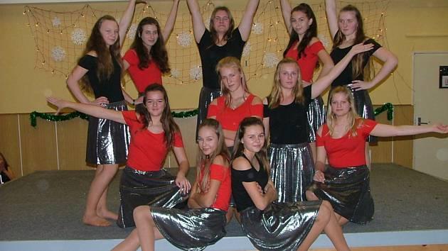 Žáci Základní školy v Kolovči potěšili své nejblížší svými vystoupeními, která si pro ně na letošní vánoční besídku připravili. Foto: P. Rašková