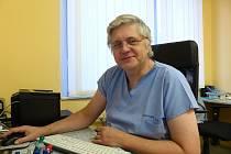 MUDR. BOHUMIL ČERNÝ s Deníkem hovořil o Evropském dni melanomu, k němuž se chirurgická ambulance v budově OSSZ Domažlice tradičně připojí.