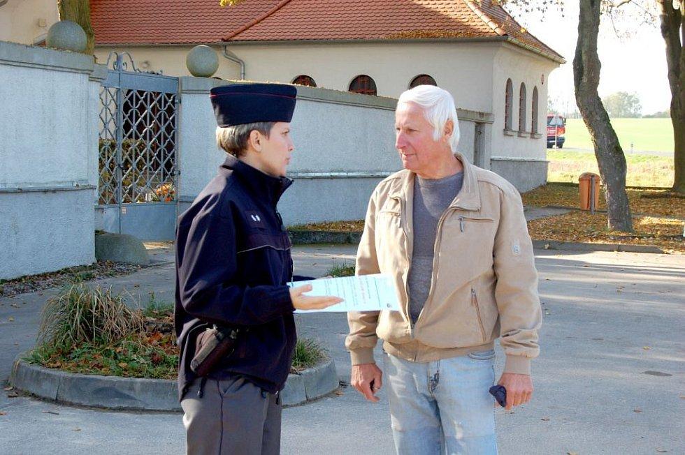 Policisté varují návštěvníky hřbitovů před zloději.