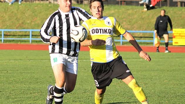 Jan Havlíček (vpravo) v dresu Domažlic na archivním snímku z utkání s Nýrskem.