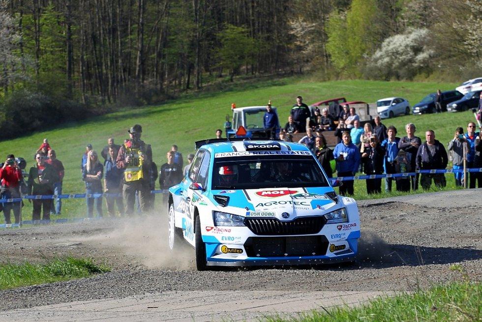Vítězná posádka Rallye Šumava 2021 Jan Kopecký - Jan Hloušek s vozem Škoda Fabia Rally2 Evo.