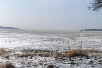 Pole na Domažlicku až do čtvrtečního poledne pokrývala minimální vrstva sněhu, další začal padat až po čtvrtečním poledni.