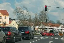 STŮJ! Řidiči mohou tento pokyn na hlavním průtahu Domažlic dostat ze sedmi semaforů.