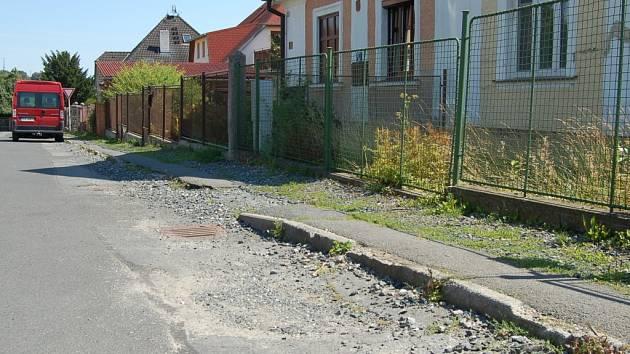 Současný stav Máchovy ulice v Domažlicích.