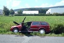 Řidička vjela mimo komunikaci z nezjištěných důvodů.
