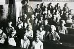 Historička Kristýna Pinkrová připravuje publikaci o historii Bělé nad Radbuzou a okolí. Na snímku je školní třída.