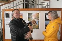 Na výstavu se přišel podívat s manželi Kulhánkovými i pes Maxík, kterému se obrázky velice líbili :-)