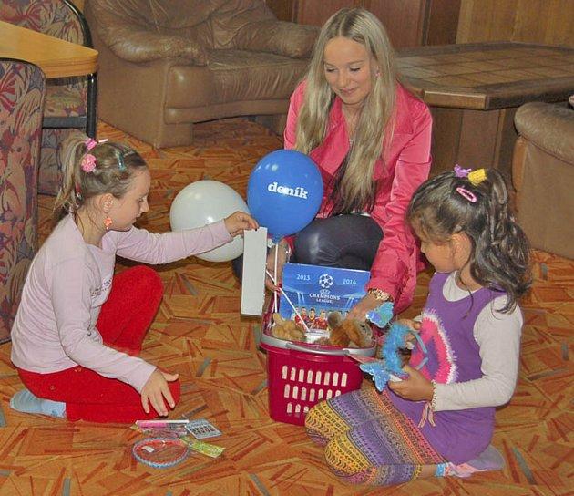 Děti z Domova pro matky s dětmi v Havlovicích dostaly drobné dárky od Domažlického deníku.