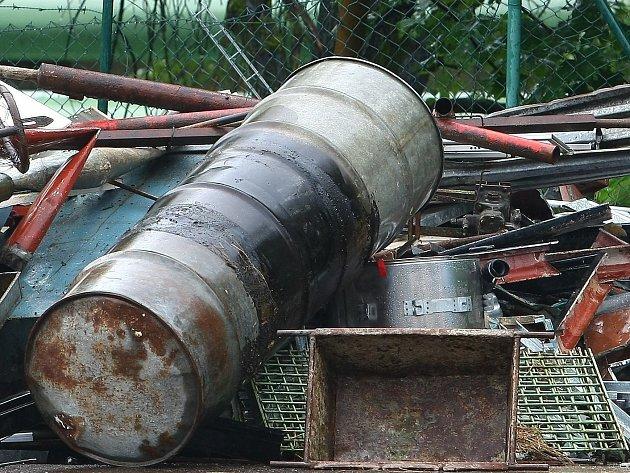 Ve sběrnách kovů často končí lup zlodějů. Ilustrační foto.