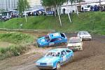 Mimořádně početná účast se sešla v neděli v areálu Motorsportklubu AMK Domažlice při zahajovacím závodě desetidílného rallyekrosového seriálu Chodský čakan.