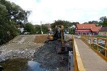 Ze stavby nového mostu přes Radbuzu v Tasnovicích.