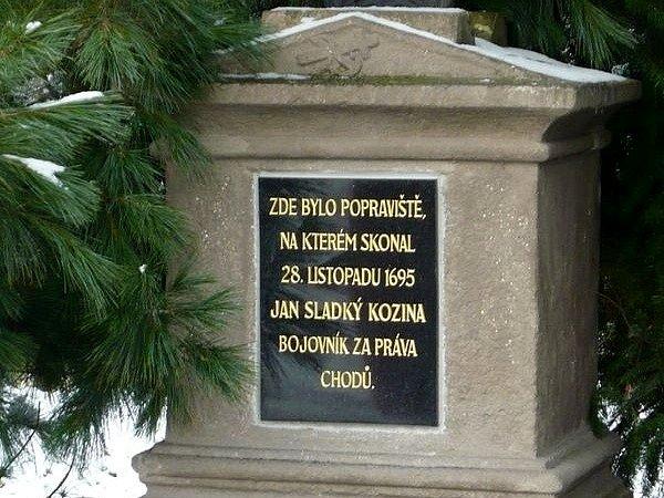 Jana Sladkého Kozinu připomíná tento nápis na křížku.