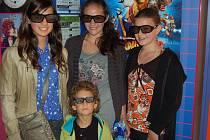 Eliška Stauberová, Natálie Mayahová, Kristýna Nováková i čtyřletý Románek si první  3D  promítání v horšovskotýnském kině pochvalovali.