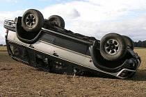 V neděli 4. října po patnácté hodině měla řidička tohoto auta velké štěstí. Vyvázla s lehkým zraněním.