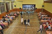 Ze seniorského odpoledne v sále kulturního domu v Pocinovicích.