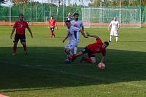 Fotbalisté Spartaku Klenčí (v bílých dresech) v minulém kole I.B třídy doma porazili Slávii Úněšov 3:1 a posunuli se na šestou příčku tabulky. V sobotu ji budou hájit v okresním derby na hřišti dvanáctého SK Kdyně 1920.