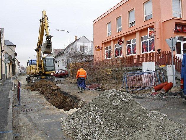 Stavební práce v Žižkově ulici, 24. února 2012.