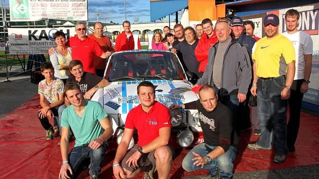 Do San Marina přijela posádku ČK motorsportu podpořit početná skupina českých fandů.