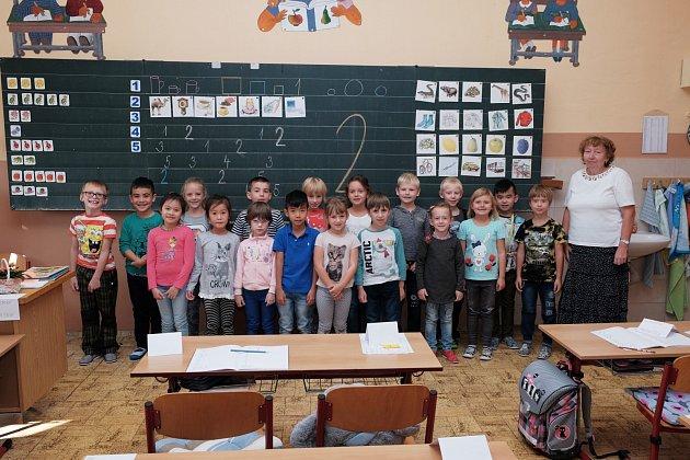 Žáci 1.D ze Základní školy Komenského 17vDomažlicích sučitelkou Janou Küfnerovou.