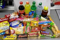 V prodejních automatech, které se nacházejí v objektech a na sportovištích, kde se převážně pohybují děti a mládež, se dá nakoupit široký sortiment cukrovinek a nápojů.