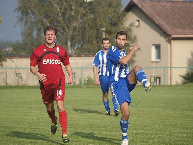 Martin Knakal v dresu Jiskry v utkání v Hlavici s domácím SK.