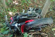 Motorkář byl transportován vrtulníkem do plzeňské nemocnice.