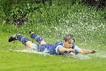 Takhle se slavil gól v Mutěníně v utkání s Koutem B.