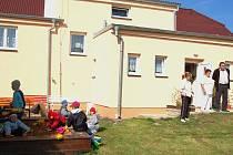 V nově opravené školce v Luženicích se  dětem i zaměstnancům velice líbí. V blízké době se předškoláci dočkají i větší a plně vybavené zahrady