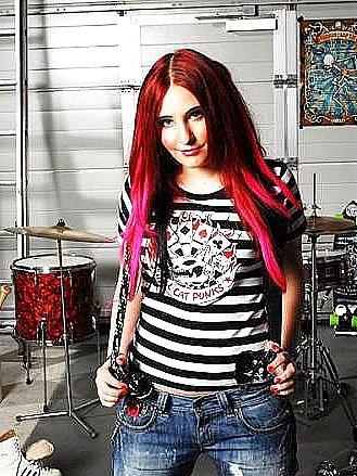 Už zítra zazpívá se svojí kapelou v Letním kině  v Domažlicích finalistka soutěže ČEsko hledá SuperStar a skokanka roku 2007 Bára Zemanová.