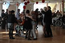 Sobotní ples v Domě seniorů ve Kdyni.