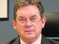 Holýšovský starosta Jan Mendřec s případnou změnou souhlasí. Zástupci ostatních obcí jsou stejného názoru.
