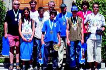 Šestice mladých rybářů s doprovodem - reprezentanti  kraje na soutěži ve Vodňanech