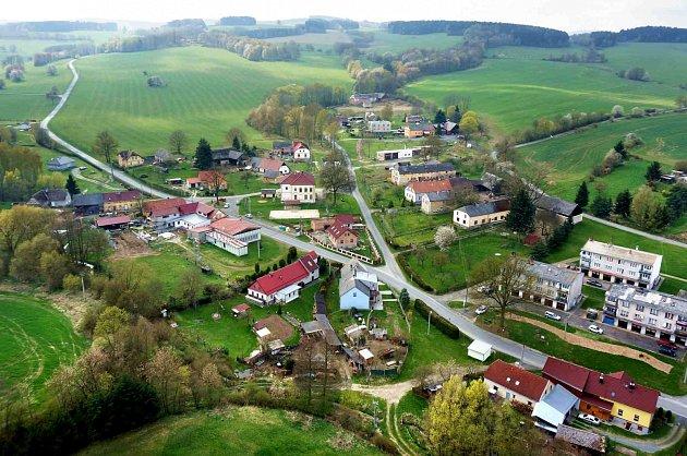 Letecký pohled na Drahotín.