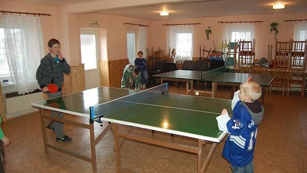 Pouťový turnaj ve stolním tenise ve Vidicích.